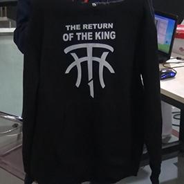 ए 2 टी-शर्ट प्रिंटर WER-D4880T द्वारा ब्लैक स्वेटर प्रिंटिंग नमूना